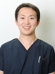 歯科医師岩井泰伸