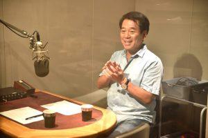 若林健史歯科医師、東京FMの収録中の写真